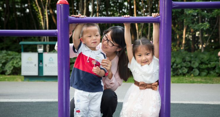 Picture of Wendy Cheng and her two kids
